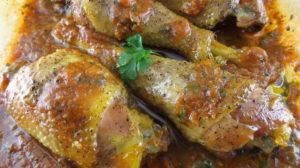 Friptură de pui cu sos de usturoi copt – un deliciu