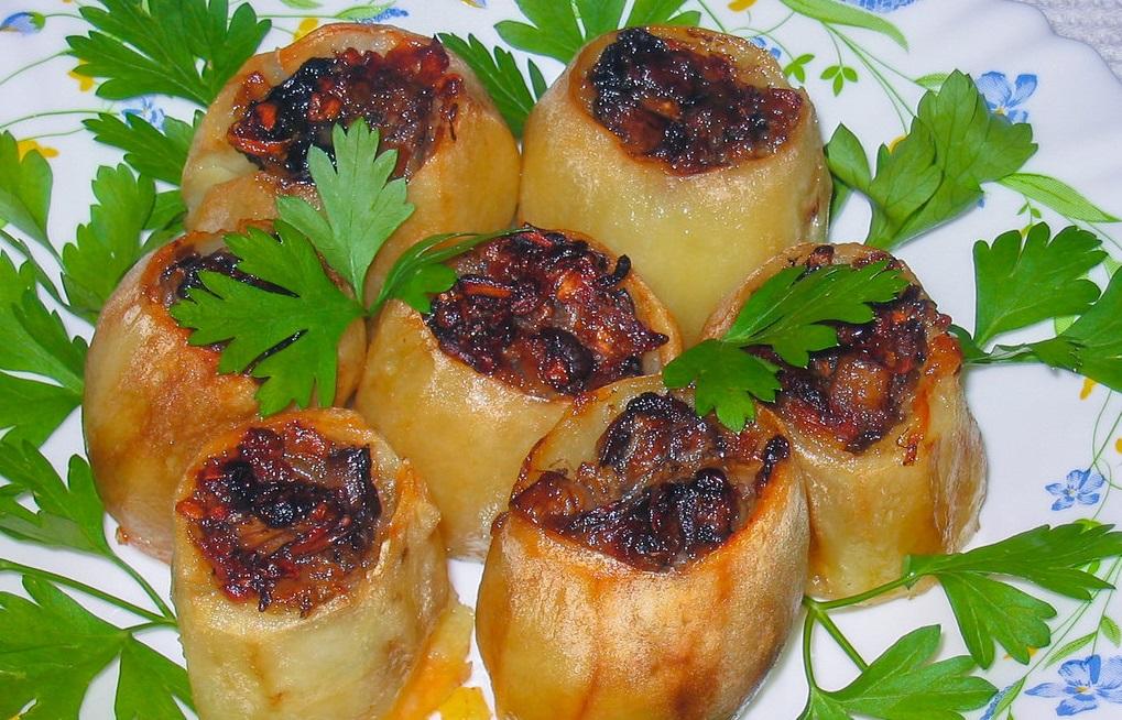 O reţetă fenomenală de cartofi umpluţi, care se prepară foarte rapid!