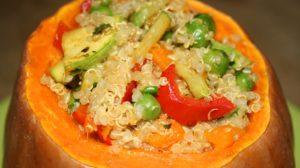 Dovleac umplut cu quinoa şi legume