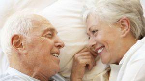 Un bătrânel a mințit-o toată viața pe soția lui! I-a mărturisit pe patul de moarte