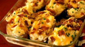 Incearca aceasta reteta, este incredibil de buna! Cartofi umpluti facuti la cuptor!