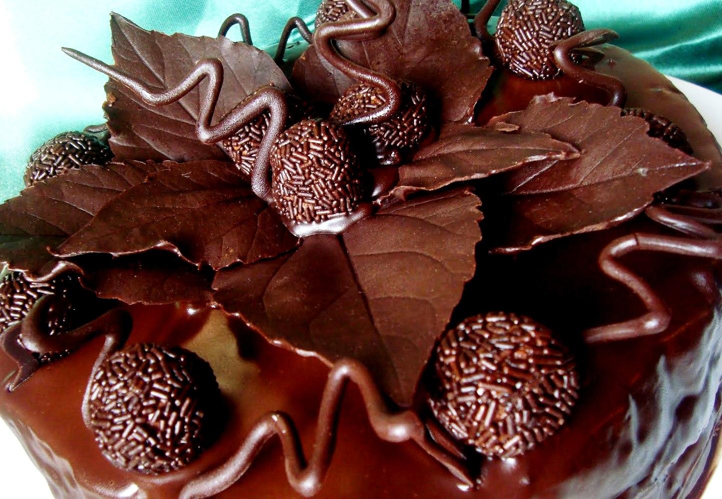Tort Cu Crema De Ciocolata Si Trufe