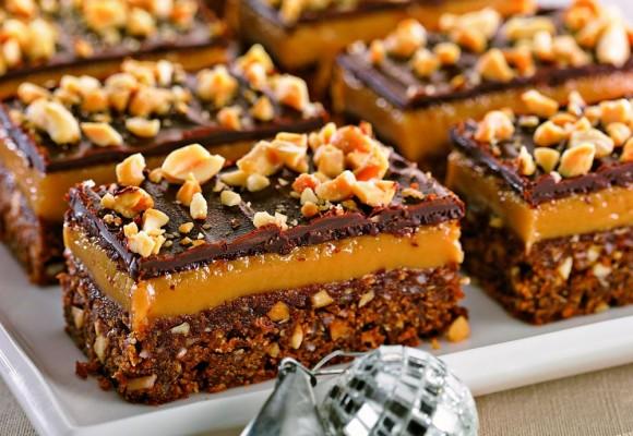 Prăjitură cu ciocolată şi cremă caramel