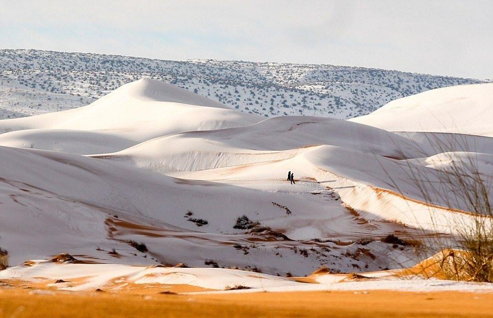 A nins în Deşertul Sahara, cel mai fierbinte loc de pe planetă! Imagini spectaculoase!