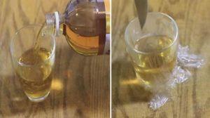 Pune otet de mere intr-un pahar si lasa-l in casa. Motivul e genial!