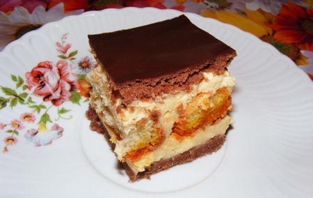 Prăjitură cu pişcoturi si glazura de ciocolata