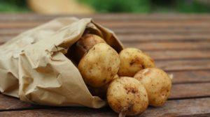 Cartofii au efect antioxidant, diuretic și de întinerire, mențin sănătatea inimii și controlează tensiune araterială. Ce beneficii au cartofii si cumsa ii consumi corect ?