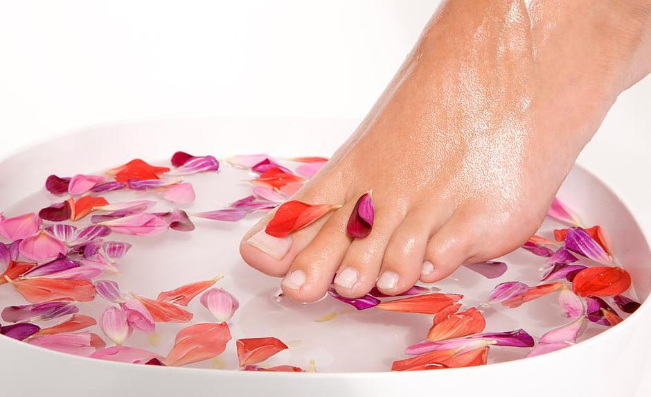 Cum sa scapi cu ajutorul remediilor naturale de mirosul neplacut al picioarelor