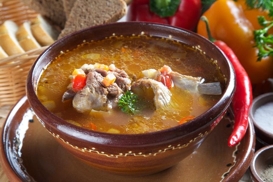 Ciorbă cu carne de miel, reteta moldoveneasca