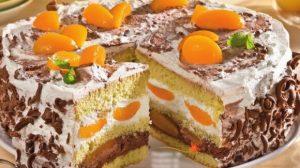 Tort delicios cu piersici si frisca