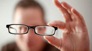Scapati de ochelarii de vedere! Multi oameni si-au imbunatatit vederea cu ajutorul acestei metode