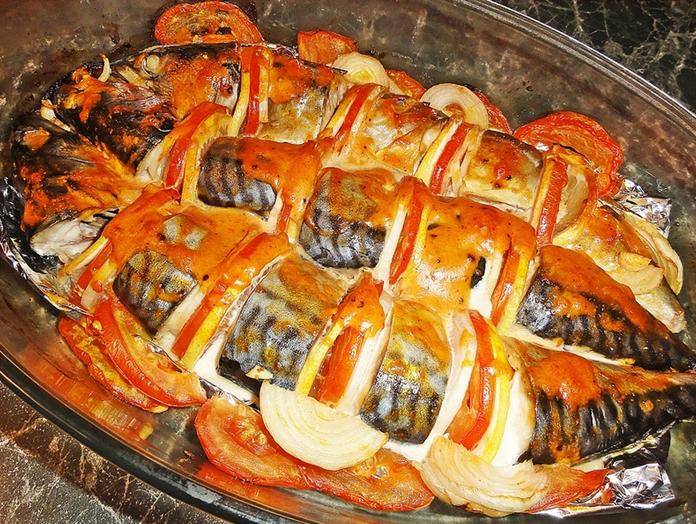 Macrou cu sos de roșii la cuptor – am cerut rețeta îndată ce l-am gustat