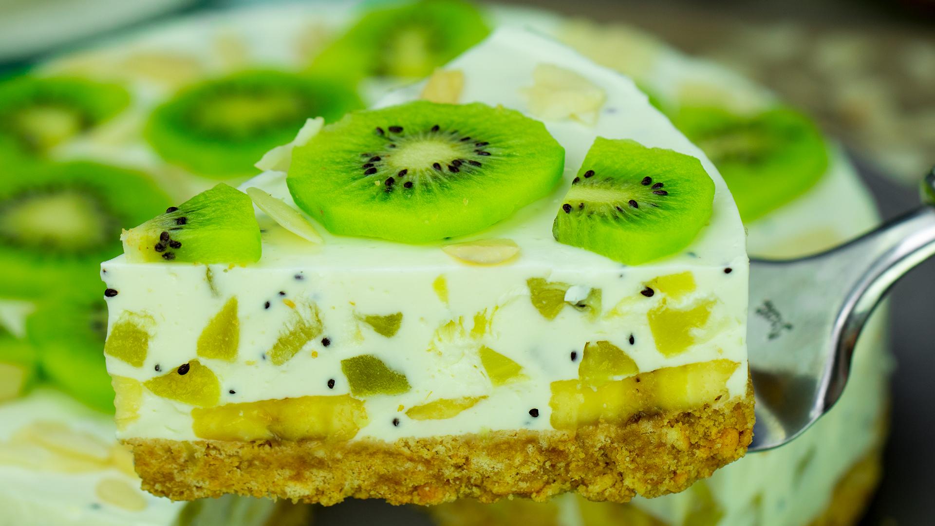 Un tort absolut delicios, fără coacere și sărac în calorii! Tort de iaurt cu kiwi și banane!