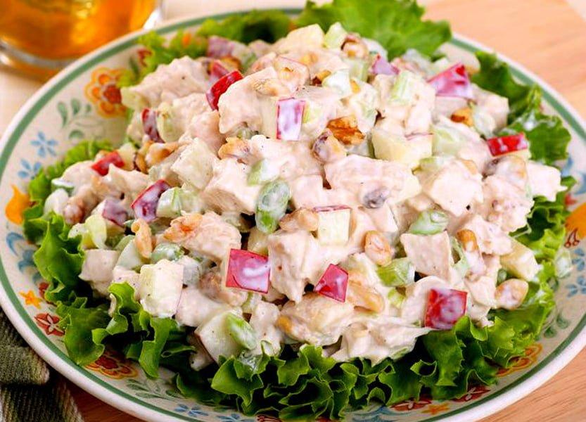Cea mai  delicioasă salată din piept de pui – Merită făcută cât mai des
