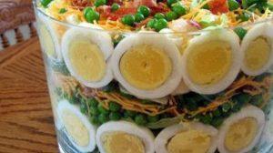 Salata aperitiv pentru sarbatori cu care vei uimi pe toata lumea. Aspectuoasa si gustoasa, reteta mai jos