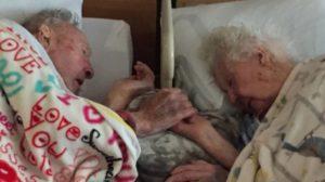 După 77 ani de căsnicie, un cuplu iubitor a adormit pentru totdeauna, ținându-se de mâini