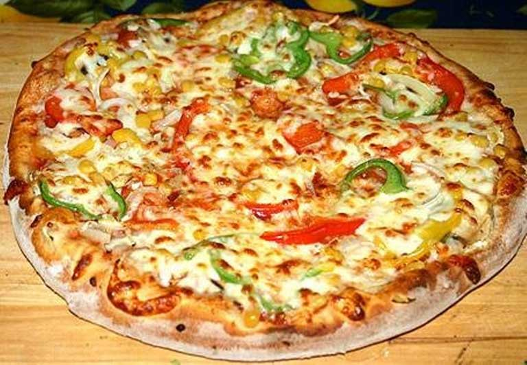Reteta aluat de pizza pufos si crocant (de casa)