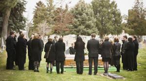 Se schimbă regulile pentru înmormântare! Uite ce nu ai voie să faci de acum înainte și ce amenzi uriașe se vor da