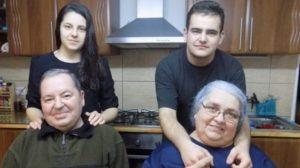 """Mama le-a murit electrocutata, iar tatal i-a abandonat intr-un orfelinat din Medias. Dar Alexandra si Sebi au fost luati in grija de acesti pensionari de 80 de ani: """"…"""