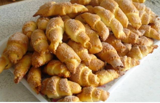 Cornulețe fragede, deosebit de delicioase – se prepară foarte simplu!