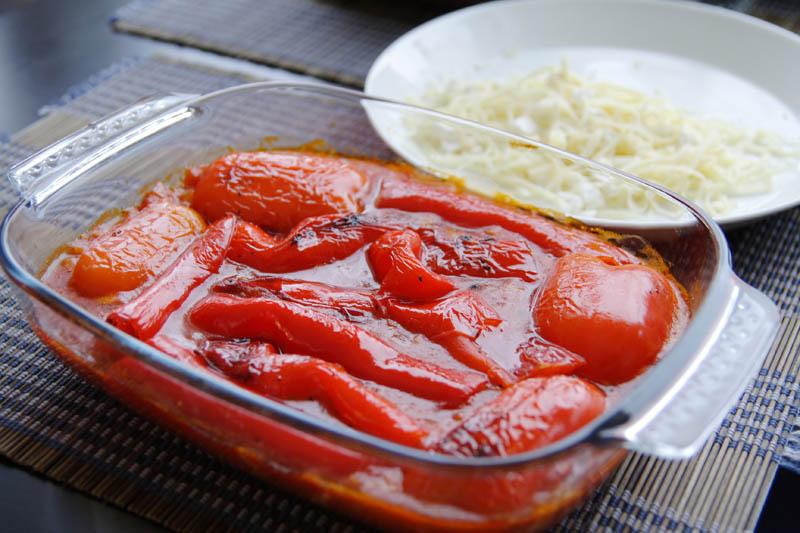 Salată de ardei copţi cu caşcaval