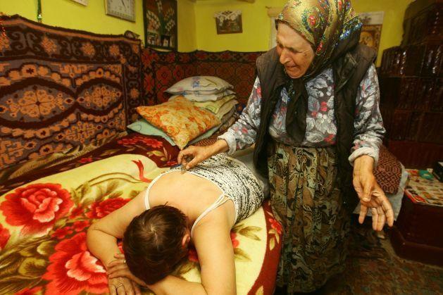 Leacuri de la bunica pentru durere de spate, durere în gât, tuse, cistita, răcela, arsuri, conjuctivita, furia laptelui și tăieturi