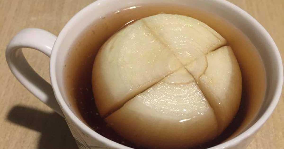 Taie o ceapă și pune-o în ceașca cu ceai! O rețetă pentru crampe sau dureri de stomac, veche de peste 100 de ani. Este eficient si în cazul răcelii și a tusei în timpul sezonului rece