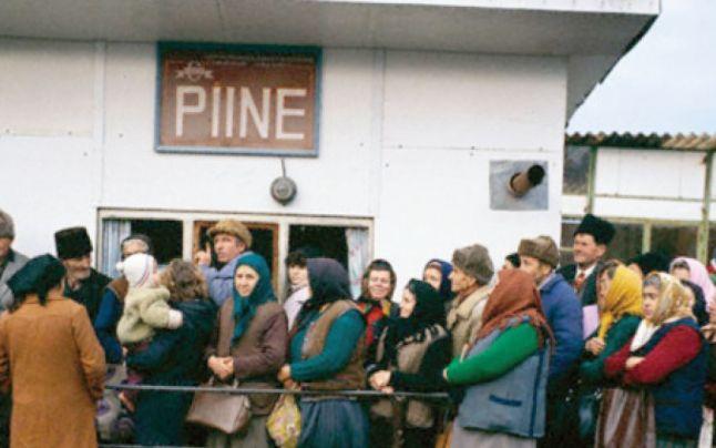 """Ce mâncau românii pe vremea lui Ceauşescu: """"o jumătate de pâine pe zi, un litru de ulei, un kilogram de zahăr pe lună şi pui de mărimea porumbeilor"""""""