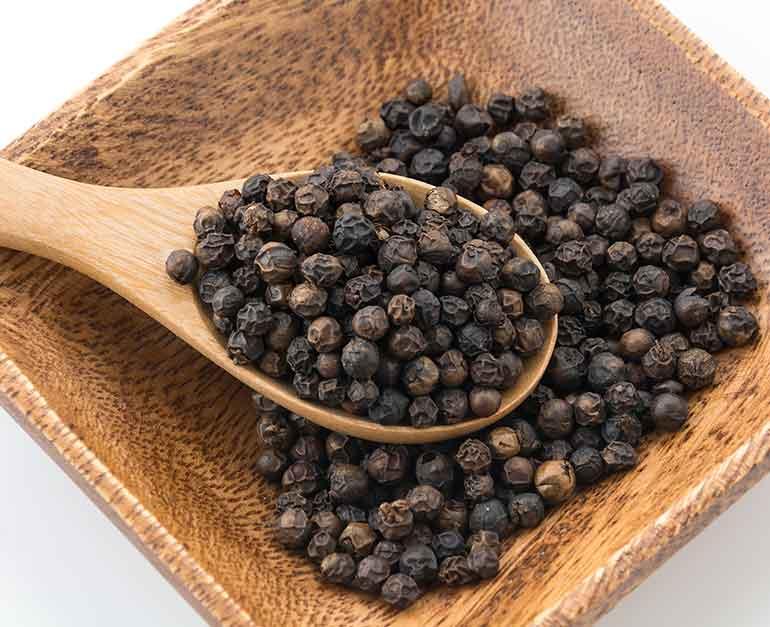 Piperul negru ajuta impotriva racelii, astm, tuse, colesterol – Alte beneficii si modul de utilizare
