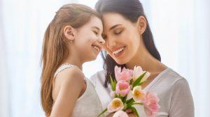Oricine și-ar dori o mamă ca ele! – Topul celor mai iubitoare mame, conform zodiei