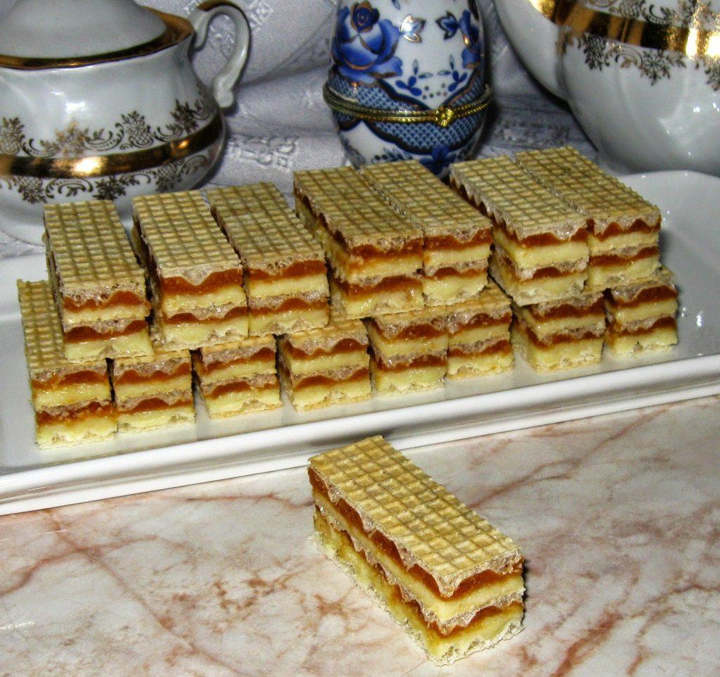 Prăjitură Cochetă, cu foi de napolitană și 2 tipuri de cremă – este foarte ușor de pregătit