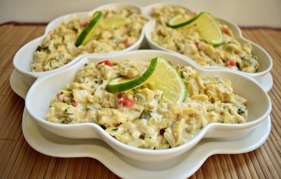 Salată din piept de pui, extraordinar de gustoasă și ușor de preparat