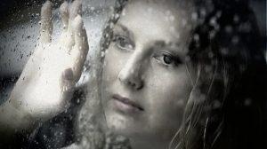 O femeie poate iubi atât de mult, de parcă niciodată nu va pleca. Dar într-o zi poate pleca în așa fel, de parcă niciodată nu a iubit
