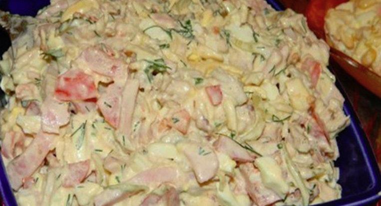Salată din piept de pui, foarte gustoasă și ușor de preparat