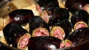 Avem pentru voi delicioasa reteta de vinete umplute cu carne