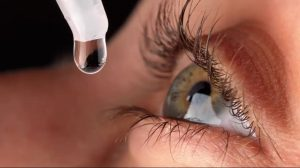 Picături de ochi revoluționare. Nanopicăturile ar putea înlocui ochelarii. Repară corneea și îmbunătățesc vederea
