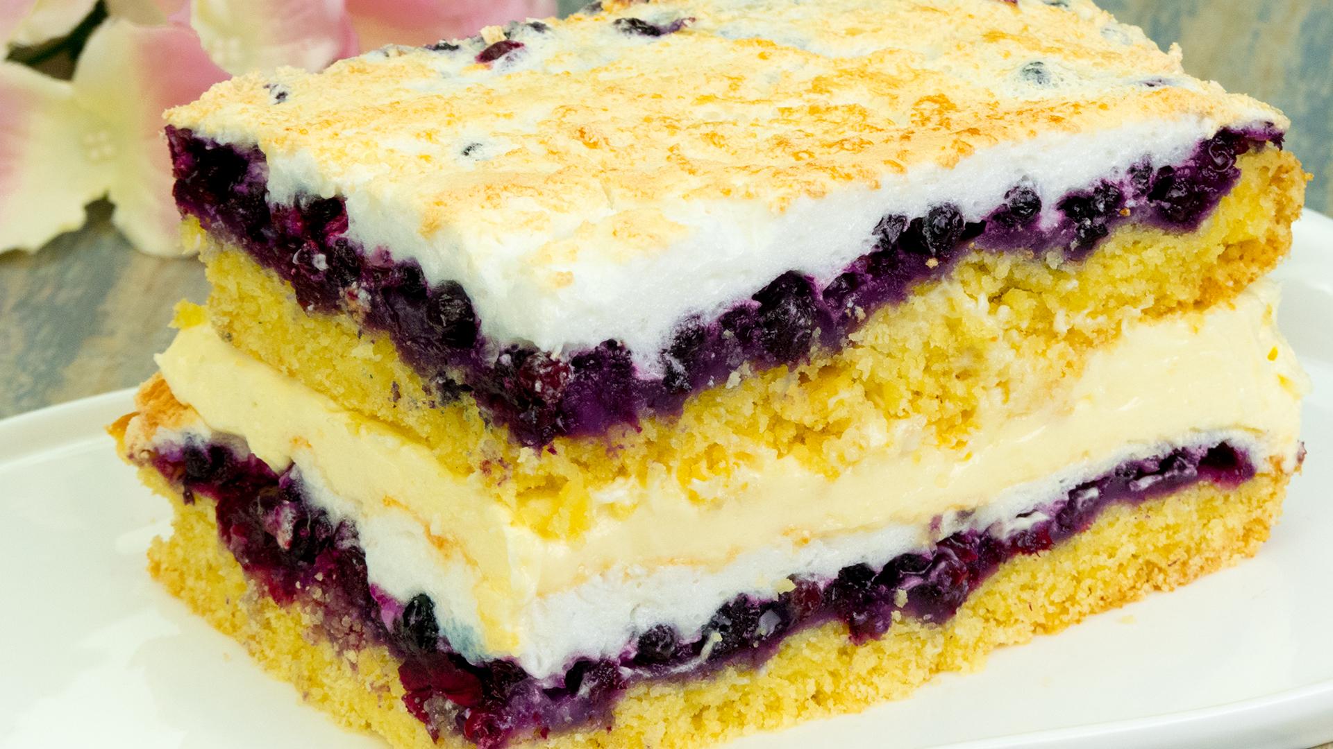 Cea mai delicioasă prăjitură cu fructe și bezea – Este mult, muuult prea bună!
