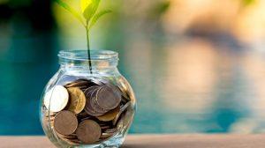 Pentru a avea spor la bani, țineți în bucătărie un borcan plin cu monezi!