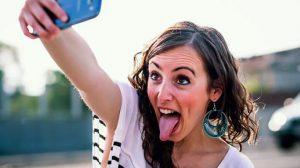 """Este Oficial: """"Selfie"""" a fost recunoscut drept tulburare mintală"""