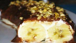 Desertul pe care-l poți prepara, în timp ce oaspeții savurează aperitivele. Banane deliciose sub plapumă!