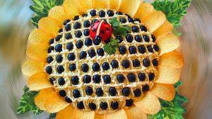 """Salată """"Floarea soarelui"""". Surprindeți-vă oaspeții cu o gustare spectaculoasă!"""