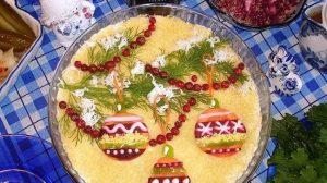 """Salată în straturi """"Regina iernii"""" – perfectă pentru Sărbătorile de iarnă!"""