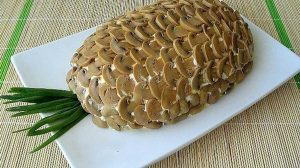 """Salată stratificată """"Ananas"""" – o gustare spectaculoasă, care va înfrumuseța orice masă!"""