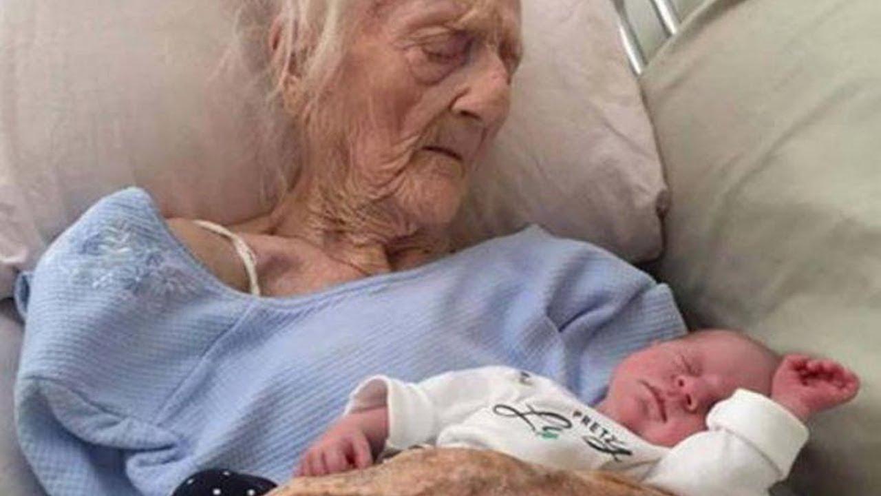 """La 101 ani, a născut la un copil sănătos: """"Tatăl băiețelului meu are 26 de ani și l-am cunoscut pe internet!"""""""