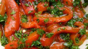 O reteta   de ardei cu usturoi la borcan pentru iarna