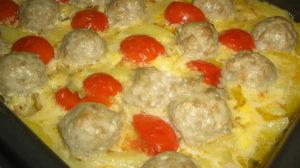 Budincă de cartofi cu chifteluțe – mâncarea preferată a întregii familii!