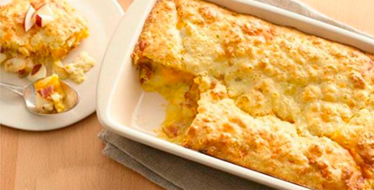 Budincă cu brânză de vaci și mere, la cuptor – un gust deosebit, la fel precum cel din copilărie!