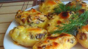 Așa prepari cei mai gustoși cartofi la cuptor, umpluți cu ciuperci și cașcaval – Te lingi pe degete…