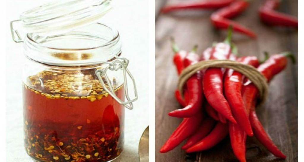 Prepararea uleiului de ardei iuti de casă, care poate ajuta la reducerea durerii și a inflamațiilor articulare si contra durerilor sciatice